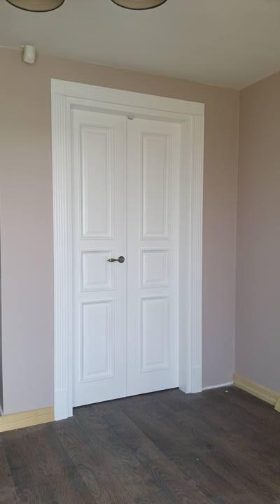 Medinės durys